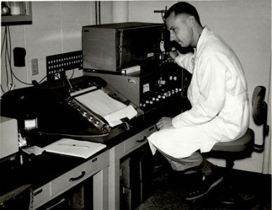 dr._joseph_hunn_at_gas_chromatograph_1965_440.jpg
